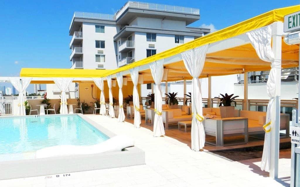 Leslie Hotel Pool